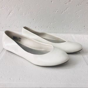 Lower East Side White Round Toe Ballet Flats